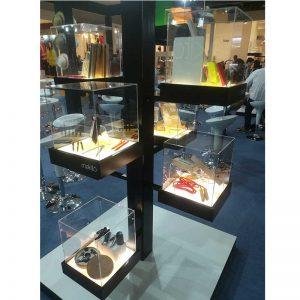 fabricante-de-vitrinas-y-mostradores-para-stand-en-barcelona-la-fira-myfstudio-800x800